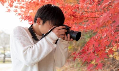 写真をとっている姿の写真の例
