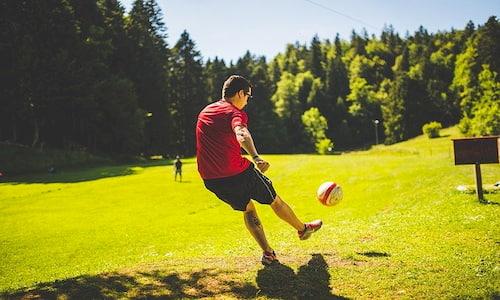 スポーツをしている写真の例
